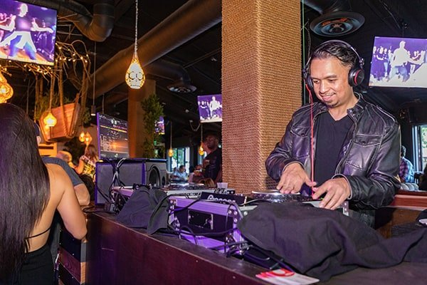 Black and Blue - DJ